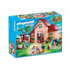 PLAYMOBIL - CITY LIFE - LECZNICA DLA ZWIERZĄT Z WYBIEGAMI - 5529
