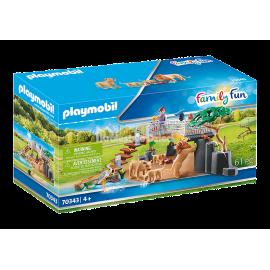 PLAYMOBIL - FAMILY FUN - LWY NA WYBIEGU - 70343
